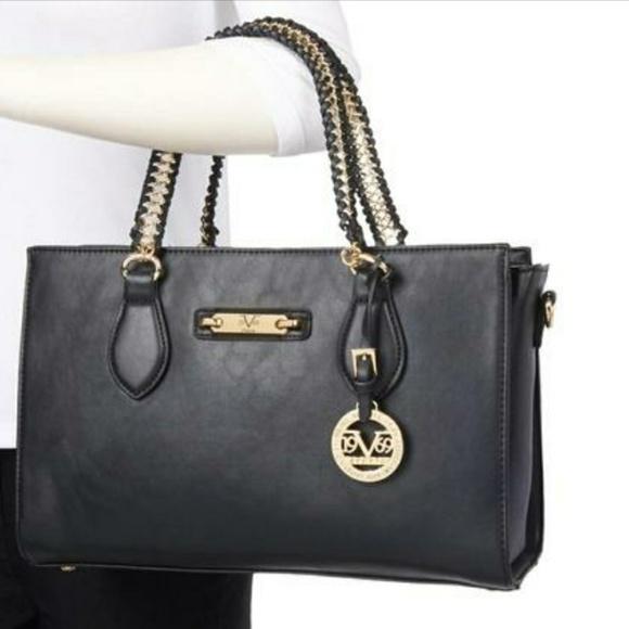 Versace V1969 Italia Felicitas Chain ShoulBag NWOT.  M 59a33576620ff7fe2c06dd81. Other Bags ... f7af5dba4014a