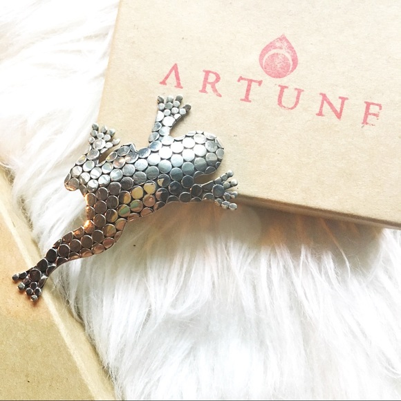 5c966b418d678 ARTUNE sterling silver frog pin NWT