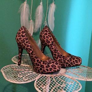 ⭐️sale⭐️Bamboo Cheetah heel size 7