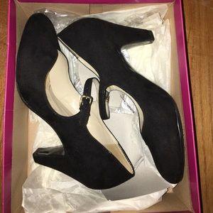 """🎉SALE🎉Naturalizer """"Believe"""" Comfort Heels"""