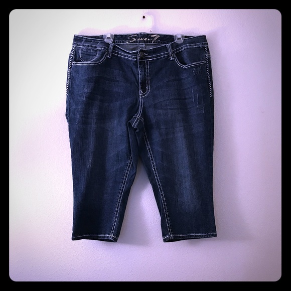 d4f4e73bc17 7 For All Mankind Plus Size 22 Capri Jeans