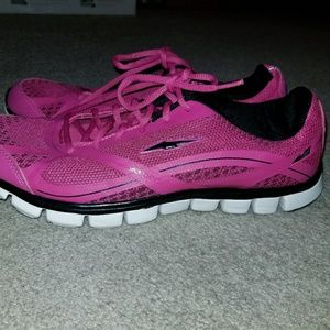 Avia ladies pink sneakers lady size 11 used