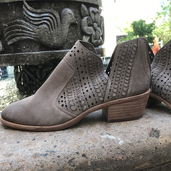 98c26cde747f VINCE CAMUTO PRASATA ANKLE BOOTIE SHOE SLIP ON 8. M 59a39eb6ea3f3641ab09163b