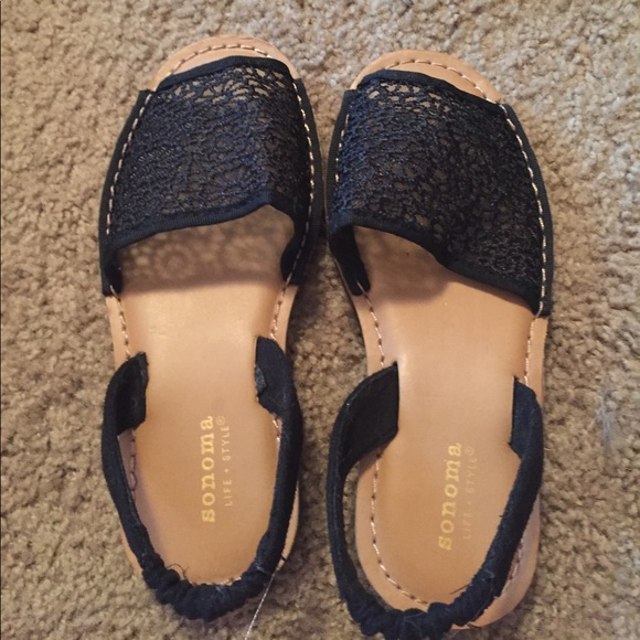 90d21bece076 Size 2 girls Sonoma life style shoes. M 59a43337b4188ecdd80a1614