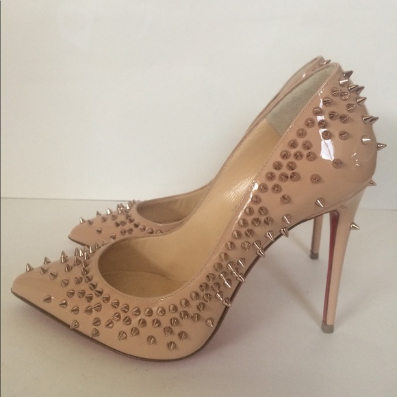 best cheap 41b68 3853a Christian Louboutin Nude Escarpic Spike Pumps 36