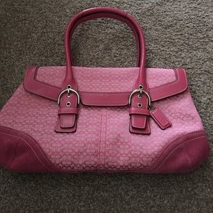 Like new pink purse no rips stains in great condit