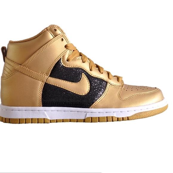 Nike Women s Dunk High Gold and Black Glitter. M 59a462d4fbf6f913d50ac8f9 f44d2318d
