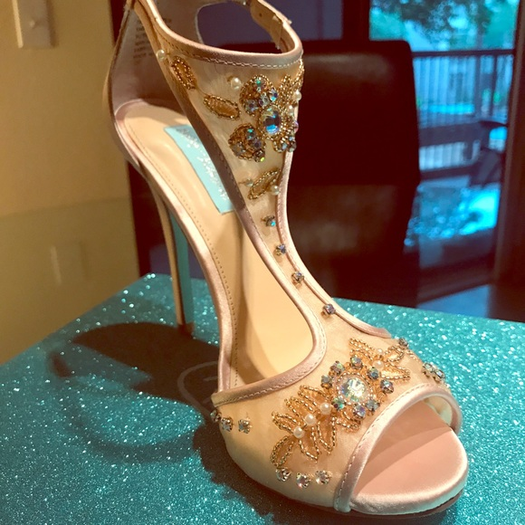 014c8471211 Blue by Betsey Johnson Holly Heels