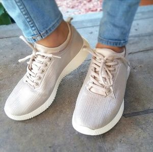 🆕//The Mara// Taupe met Fly Knit sneaker