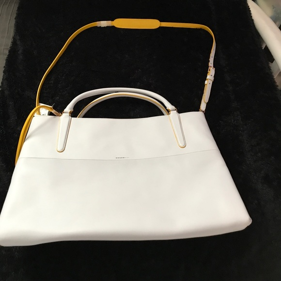 ee3b1a7785cf Brand new Coach large brough white bag