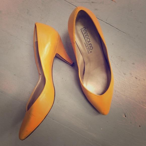 26e1337e9c77 Bandolino Shoes - ✨VINTAGE✨BANDOLINO mustard leather kitten heels