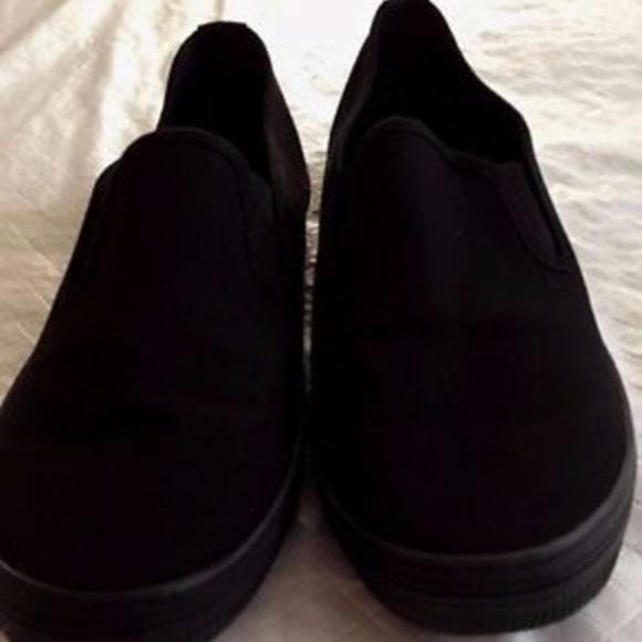e4690b6423e American Eagle Shoes - American Eagle 7.5 Wide Width Gia Canvas Sneakers