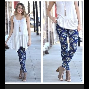 Infinity Raine Blue Damask Print Leggings