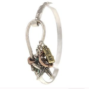 Dream starfish charm bangle