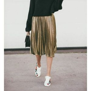 Gorgeous Gold pleated skirt