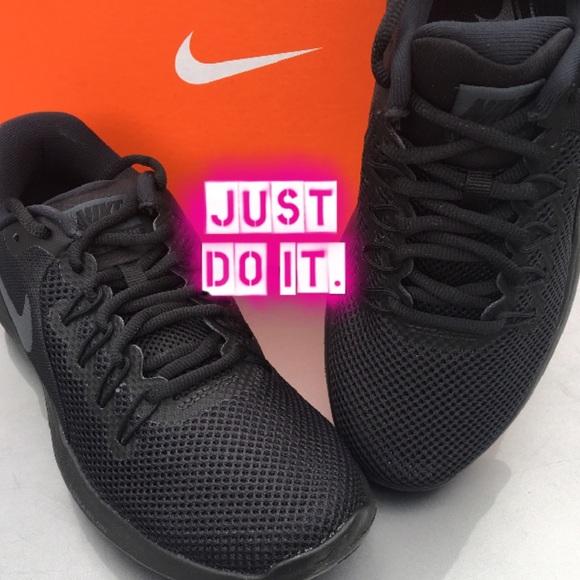 New Women s Nike Sneaker All Black 💋💋 1cfa94b876