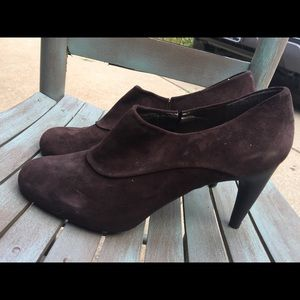 Women's Stuart Weitzman Brown Suede Booties 10M