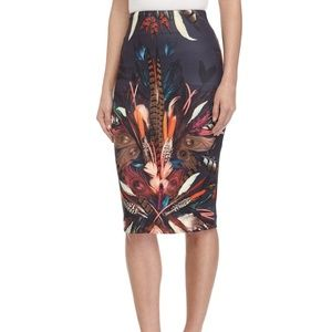 Nicole Miller Feather Print Pencil Skirt (Size 2)
