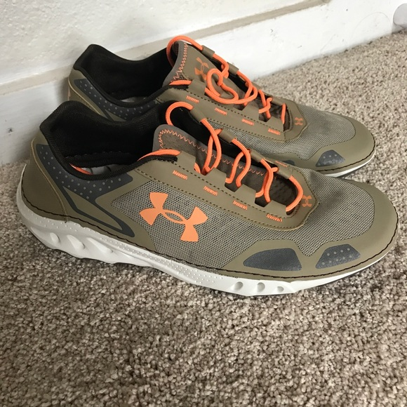 NWOT Women s Under Armour Drainster size 9.5. M 59a5f1f62ba50a842002a16a 447538b37