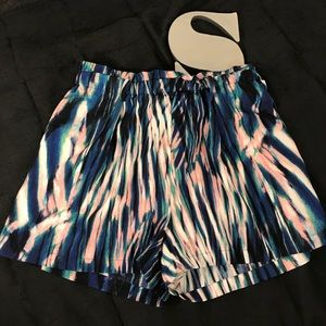 Sanctuary shorts with pockets and stretchy waist