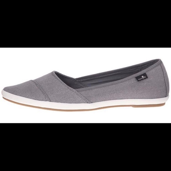 Sanuk Kat Prowl shoes- charcoal gray color. M 59a62a37f09282657503d7b3 1afe6454d