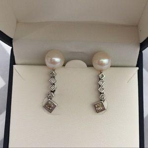 Jewelry - 10K Dangling Pearl Earrings