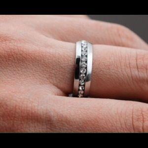 Jewelry - SILVER RHINESTONE RING