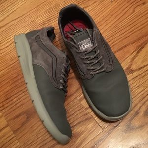 Vans ISO in Excellent Condition (Size 8)