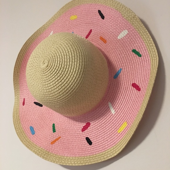 Donut beach hat!! 🍩. M 59a6c5dcf0137df77300a56d 244d146b661