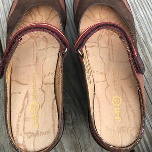 J-41 Shoes - Brown clogs