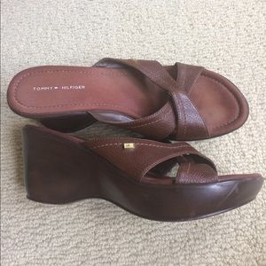 Tommy Hilfiger brown leather wedge sandals Sz 8m