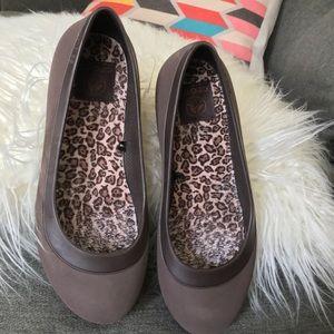 30873fb2690af CROCS Shoes - Crocs Mammoth Flats Featuring Croslite™ Material
