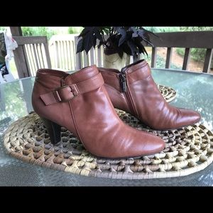 Bandolino ankle boots 6, Tan, leather, zip sides