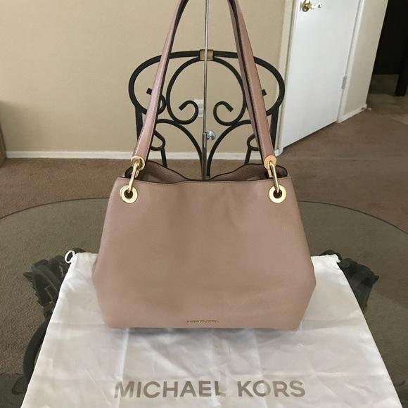 bfe8902e5e5b Michael Kors Bags | Mk Large Raven Shoulder Bag | Poshmark