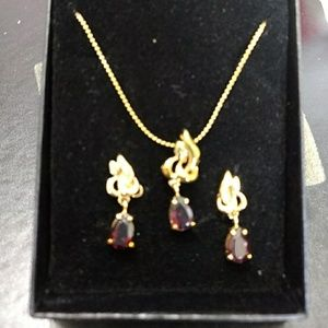 *** Gold tone necklace & earring set