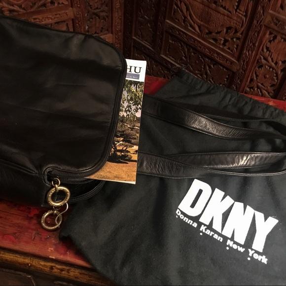 DKNY Handbags - NWT!❤️VTG DKNY Leather Compartment Shoulder Bag