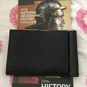 Mans small thin wallet