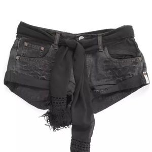 One teaspoon black flower bandit shorts 27
