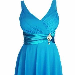 Dresses & Skirts - Knee-Length Crystal Brooch Empire Waist Dress M