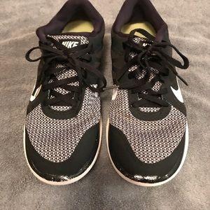 Black & White Nike 4.0's