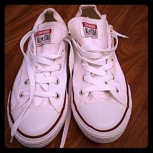 Converse Shoes - White Converse size 6