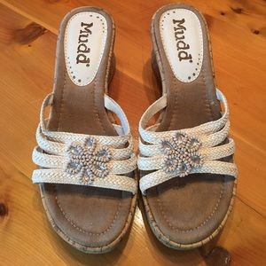 🦋3/$25 Mudd Shoes, off white with beads