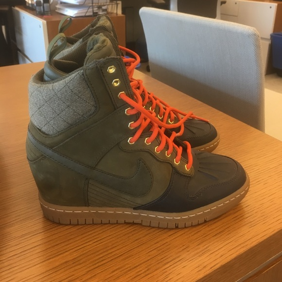 pretty nice 1d27a 613c1 Nike Dunk Sky Hi Sneakerboot 2.0 Dark Loden Green.  M 59a81728b4188ee8df02592f