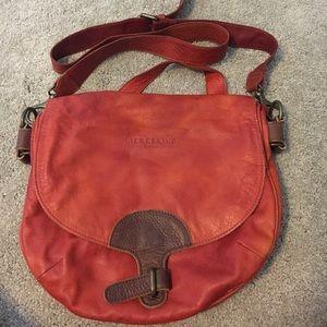 Medium cross body leather purse