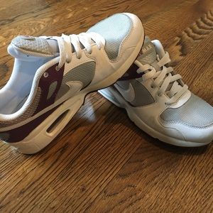 Nike Air Max women's shoes, LIKE NEW!!