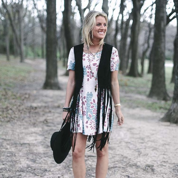 Astr Dresses & Skirts - ASTR short sleeve floral print dress