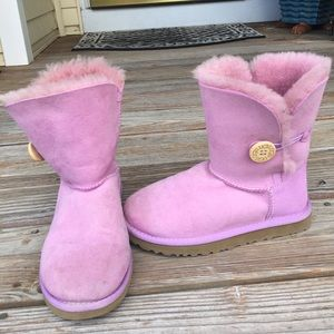 Ugg pink one-buttoned bootie