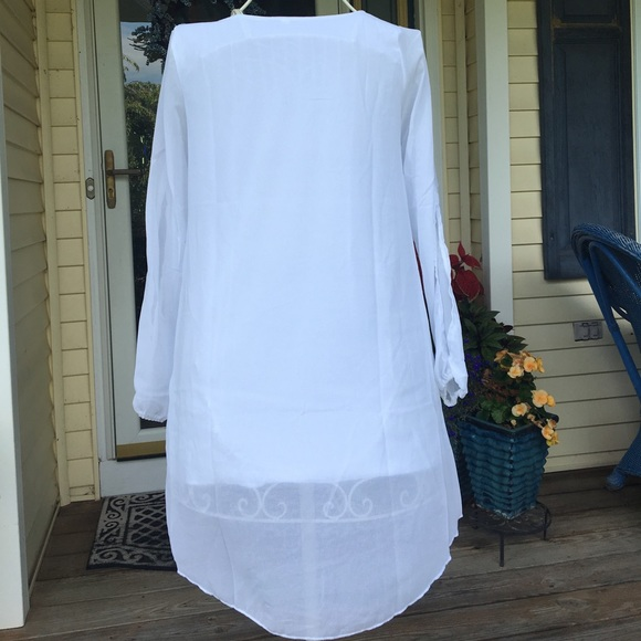 Tops - White fully-lined tunic high/low long sleeve shirt