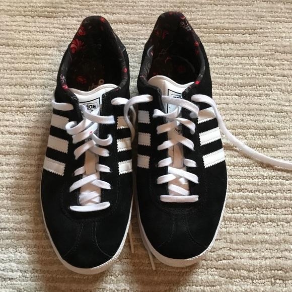 Le Adidas Euc Gazzelle Nero 65 Poshmark