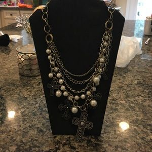Jewelry - Chunky pearl and cross necklace